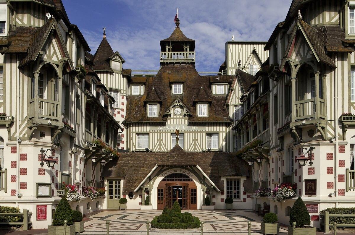 hotel barriere le normandy facade