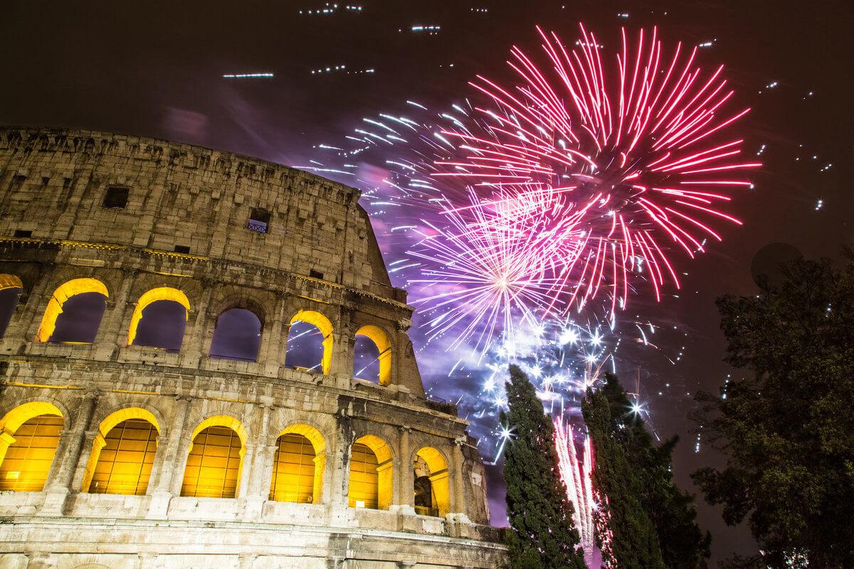 rom-nytår-fyrværkeri-giuseppe-cammino-fotolia