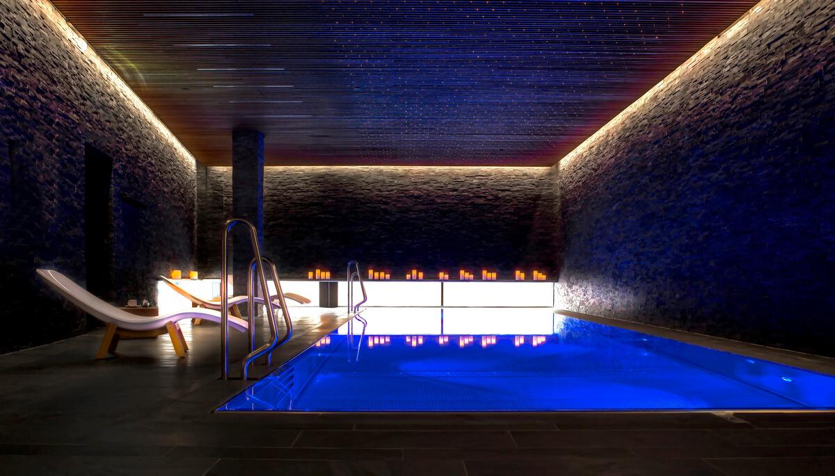 thethief-pool-indendørs