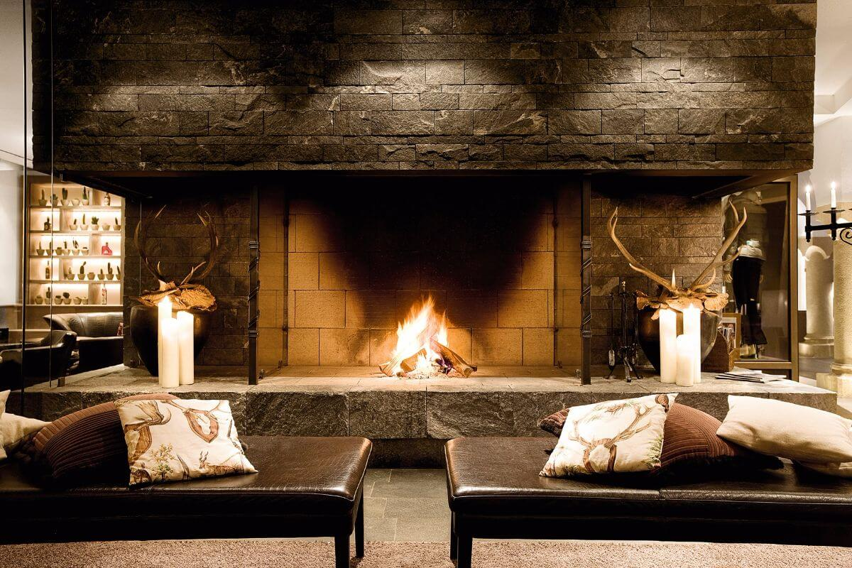The cosy fireplace at the A-ROSA Kitzbühel.