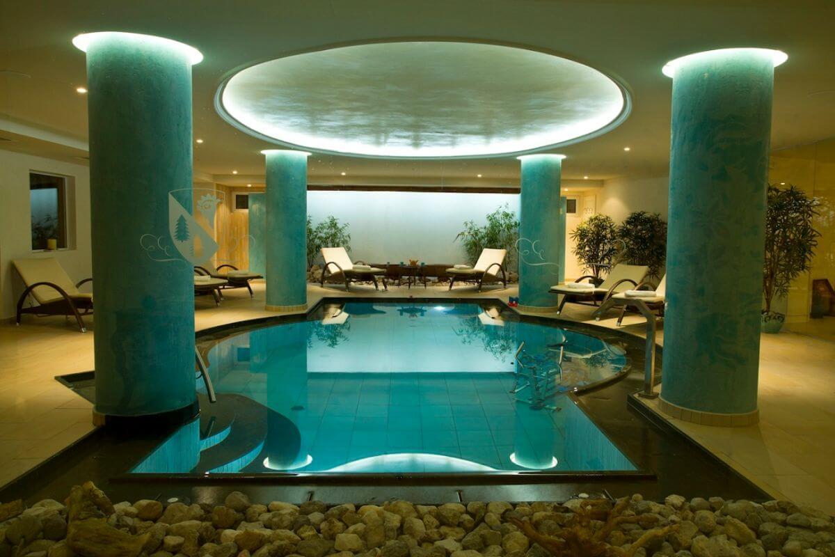 The pool at the family-run ski hotel Chalet del Sogno.