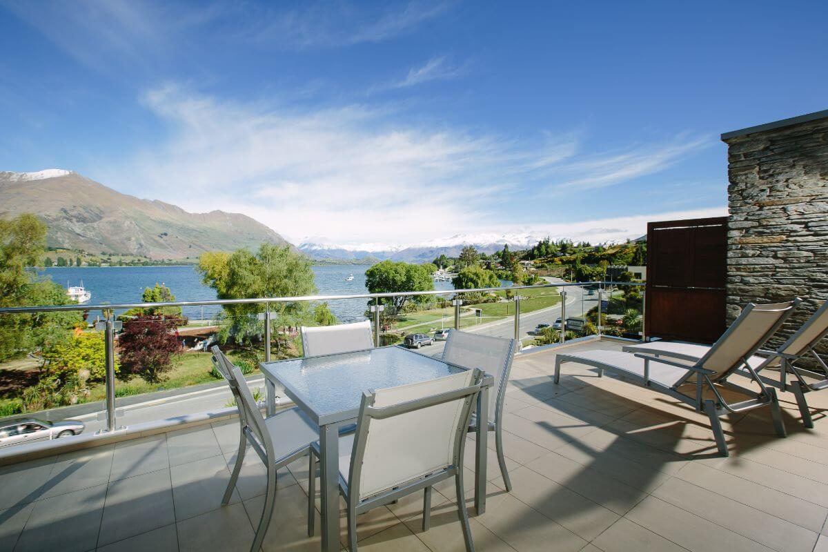 Lakeside Serviced Apartments - Top Hotel NZ - Balcony