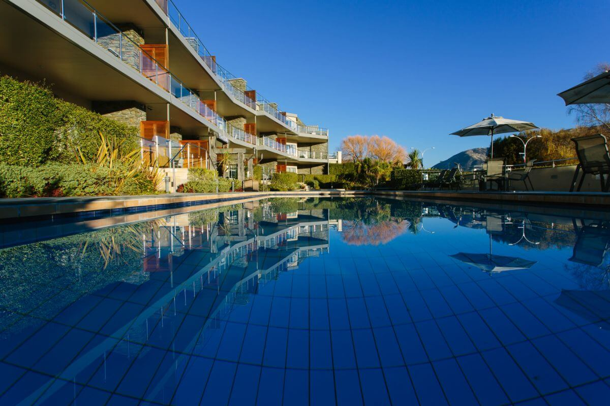 Lakeside Serviced Apartments - Top Hotel NZ - Pool