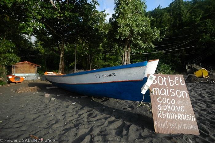 Bateau de pêcheur - plage de l'Anse Noire - Martinique