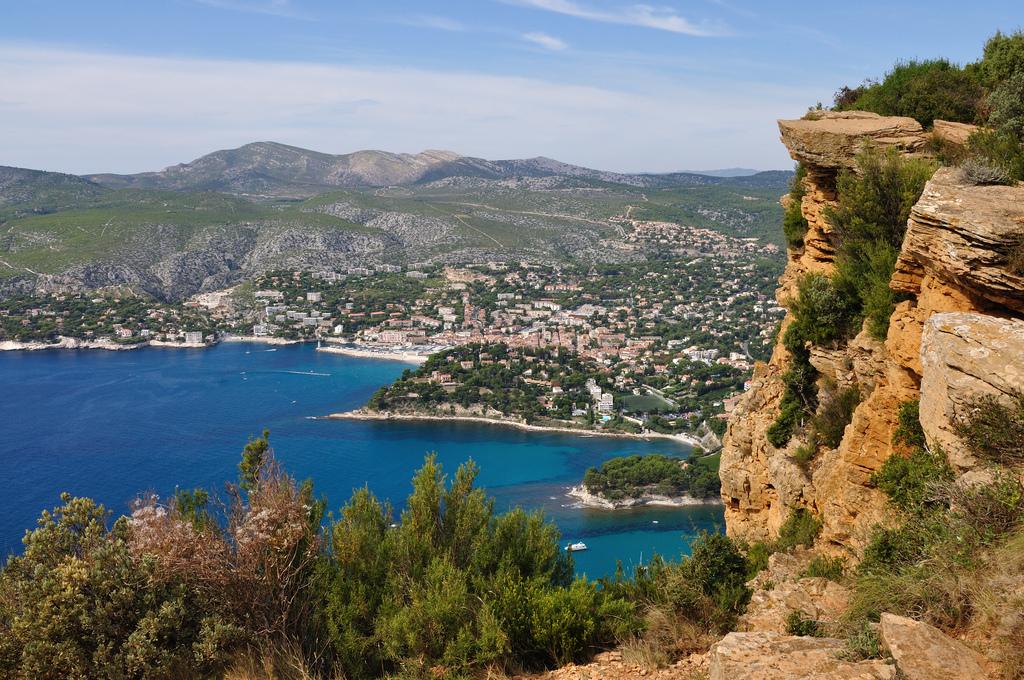 La baie de Cassis vue depuis la Route des Crètes