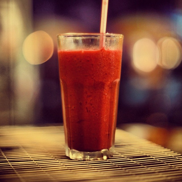 Verre de jus de fraise, mandarine et gingembre