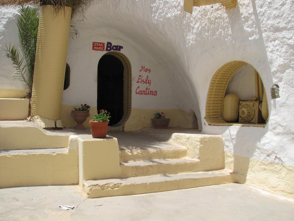 L'entrée du bar de l'hôtel Sidi Driss rebaptisé Mos Eisly Cantina - Tunisie