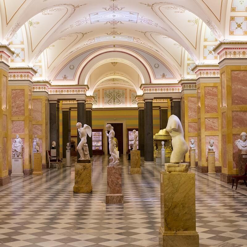 Statues - Musée de l'Ermitage - Saint-Pétersbourg