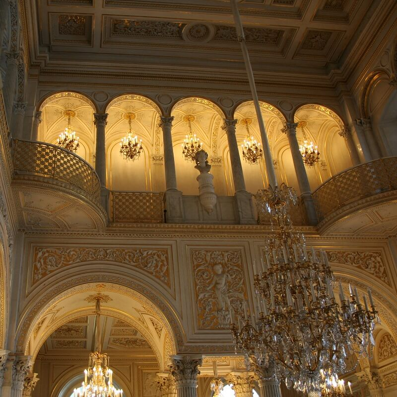 Intérieurs somptueux du musée d'art de l'Ermitage à Saint-Pétersbourg