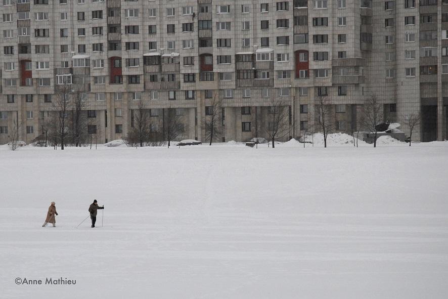 Skieurs sur la mer Baltique - Saint Pétersbourg