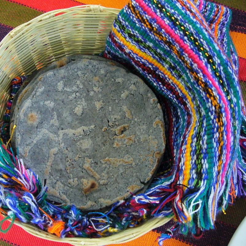tortilla de maïs noir et panier