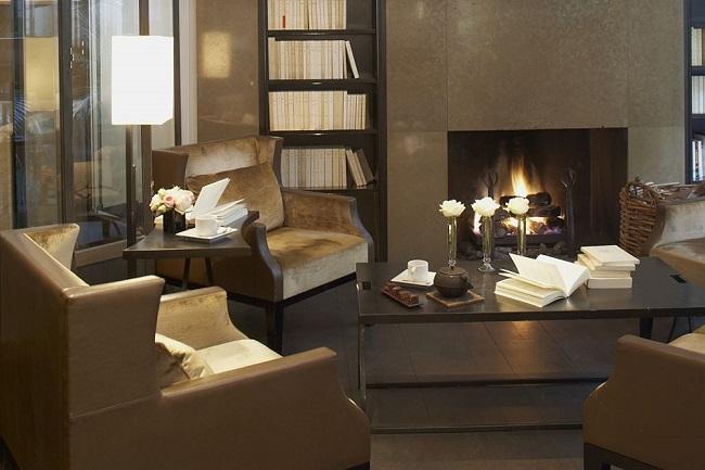 Bibliothèque et cheminée du Salon Gallimard - Hôtel Montalembert - Paris