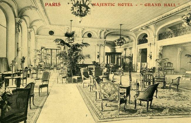Photo noir et blanc du grand hall du Majestic Hotel de Paris