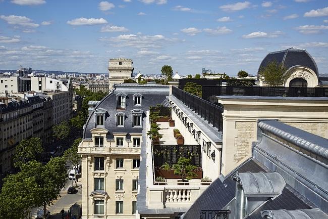 Vue des toits de Paris depuis l'hôtel