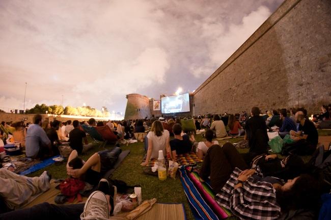 Séance de cinéma en plein-air à Barcelone, au festival Sala Montjuïc à Barcelone