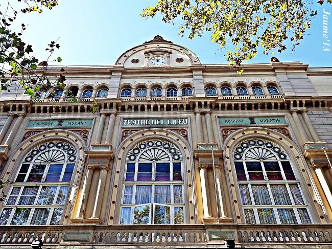 Devanture du Théâtre du Liceu, situé sur les Ramblas, à Barcelone