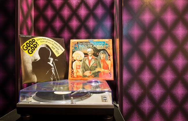 Platine et vinyles - Idol Hôtel Paris