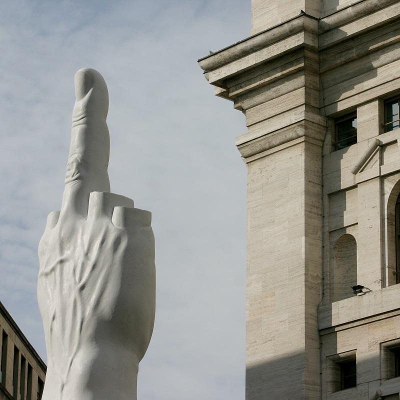 Doigt d'honneur - Piazza Affari - Milan