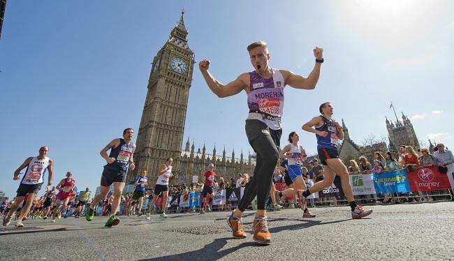 Coureurs du marathon de Londres devant Big Ben