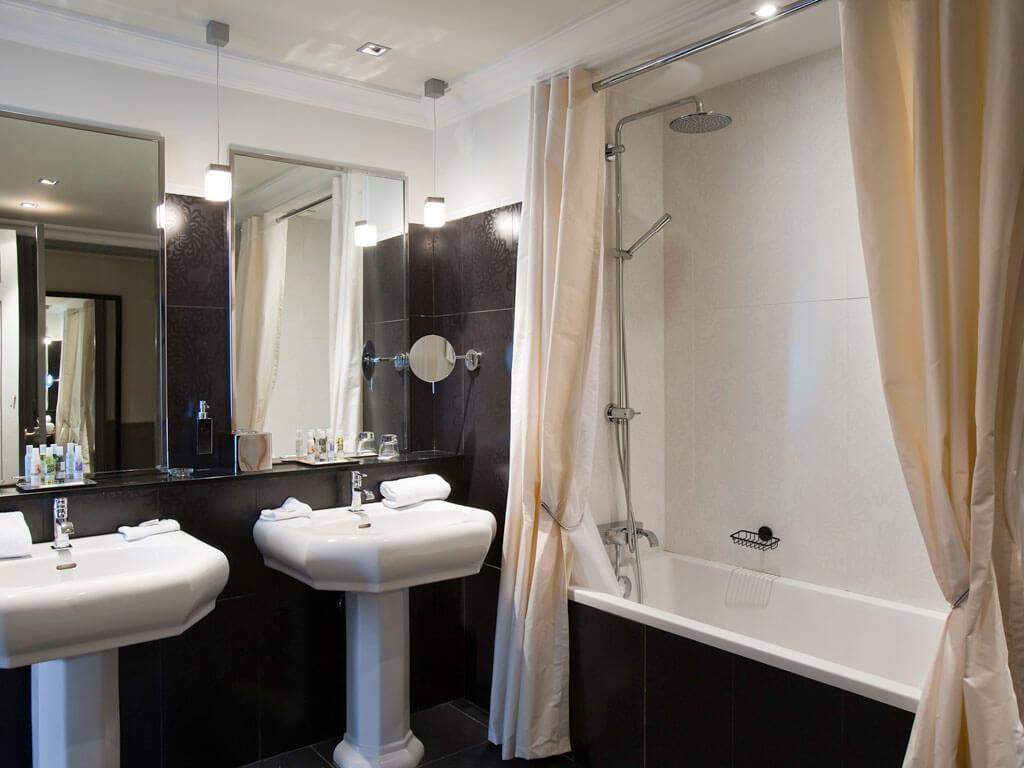 Salle de bain - Grand Hôtel Cabourg - Cabourg