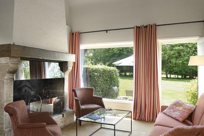 Salon chambre triplex - Hôtel Les Manoirs de Tourgéville - Tourgéville-Deauville