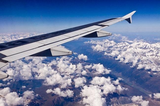 Avion survolant Milan