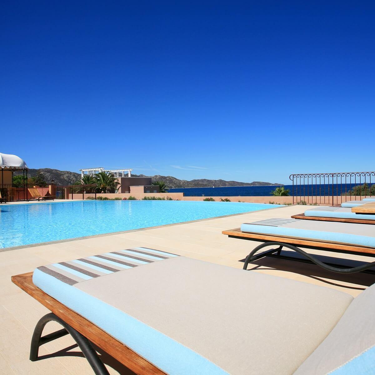 Piscine extérieure - Hôtel Demeure Loredana - Saint-Florent - Haute-Corse