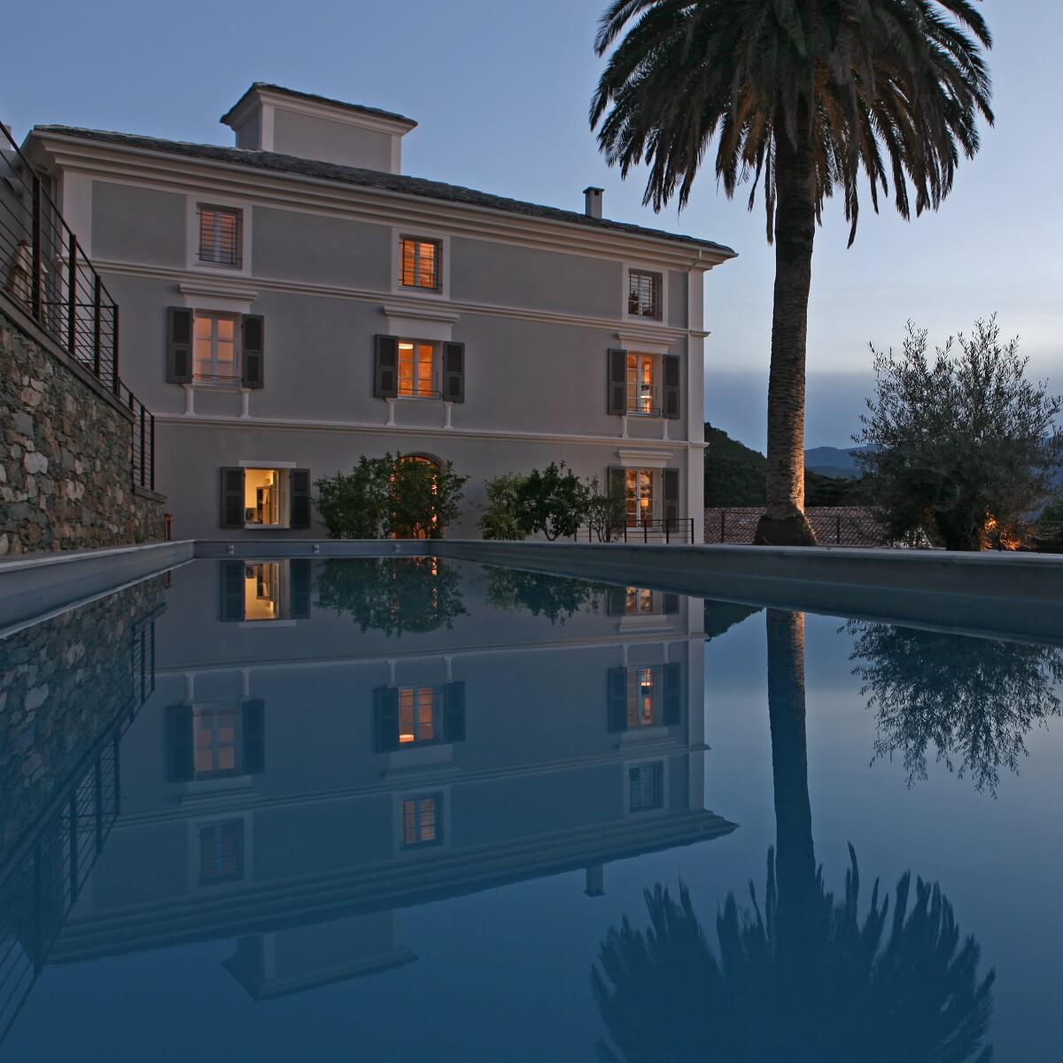 Facade et piscine - Hôtel U Palazzu Serenu - Oletta - Haute-Corse