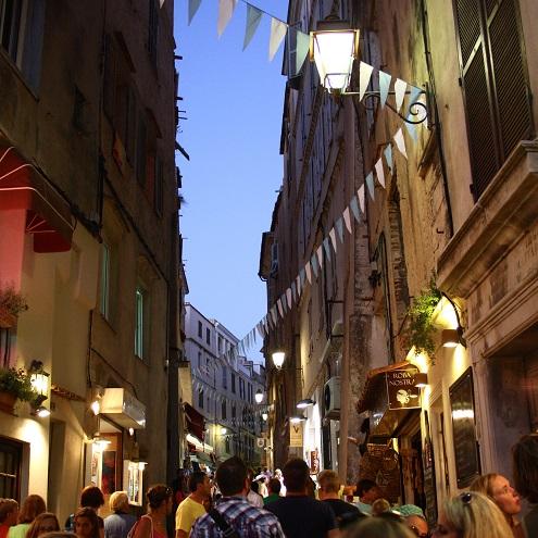 Rue animée de Bonifacio