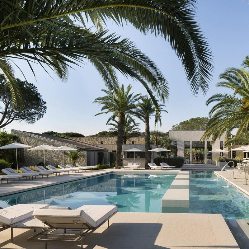 Vue sur la piscine de l'hôtel Sezz Saint-Tropez ***** à Saint-Tropez