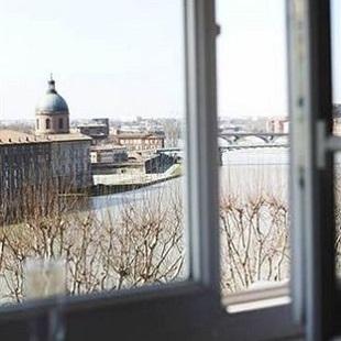 Vue sur la Garonne depuis une chambre de l'hôtel Des Beaux Arts à Toulouse