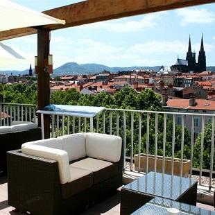 Vue de la terrasse de l'hôtel Des Puys