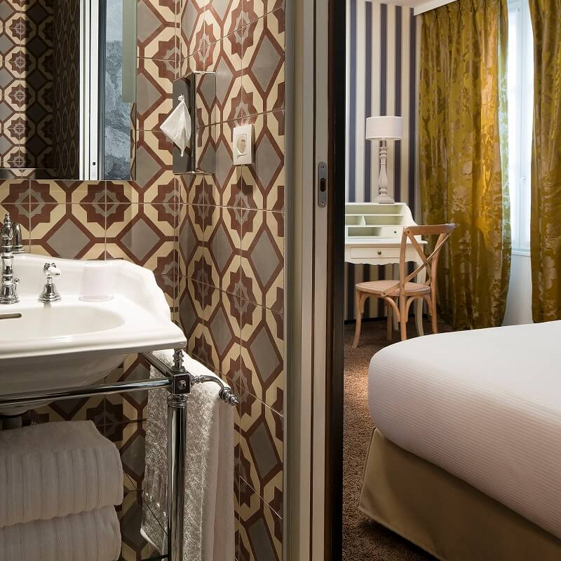 Chambre et salle de bain du 3ème étage - Hôtel L'Antoine - Paris