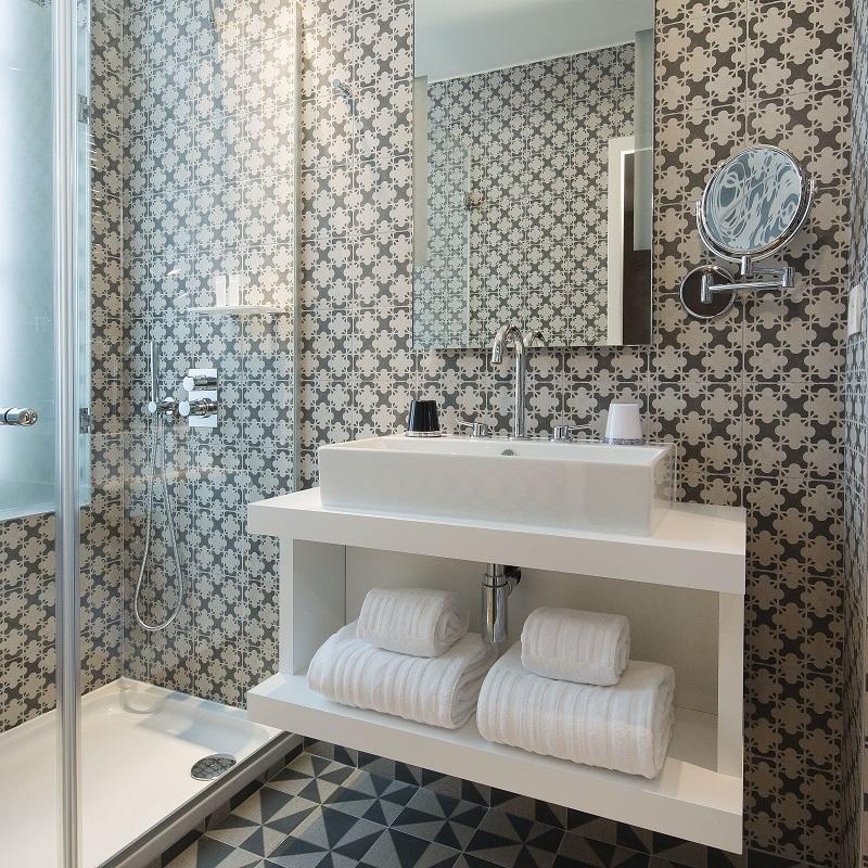 Salle de bain étage Contemporain - Hôtel L'Antoine - Paris