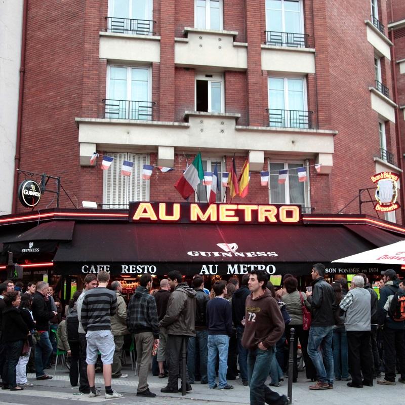Entrée de la brasserie-restaurant Au Métro 14
