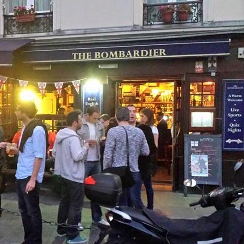 Entrée du pub Le Bombardier
