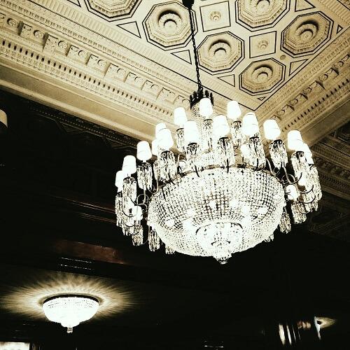 Lustres en cristal du Benson Hotel à Portland