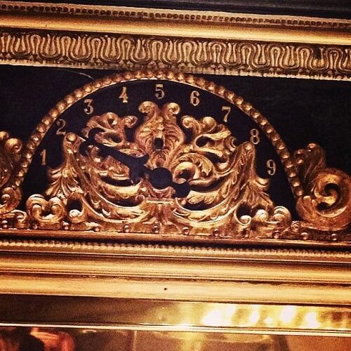 Détails de l'ascenseur de l'hôtel Pavillon