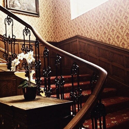 Escalier du Oatlands Park Hotel à Weybridge