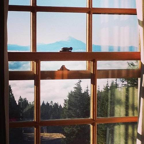 Vue sur les montagnes depuis le Timberline Lodge