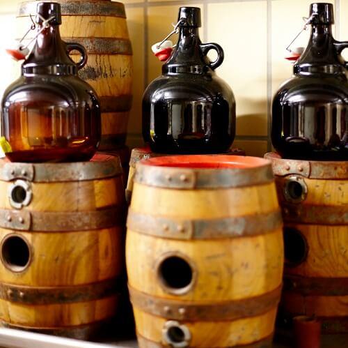 Petits tonneaux à l'Akzent Brauerei Hirsch à Ottobeuren