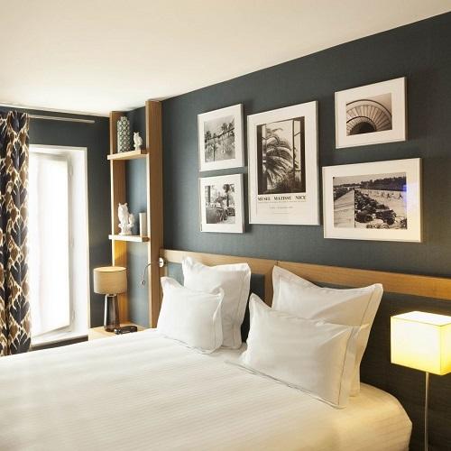 Chambre double à la Villa Saint-Germain-des-Prés avec tête de lit avec photographies