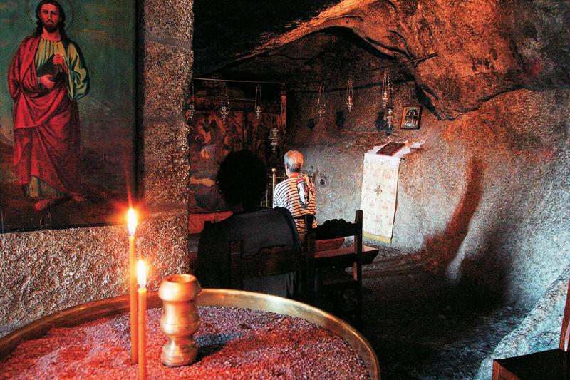 Θρησκευτικά Μνημεία, Μονές, Μοναστήρια, Εκκλησίες, Σημεία Προσκυνήματος στην Ελλάδα θρησκευτικός τουρισμός πατμος spilaio-apokalupsis-Patmos 246-thriskeftikos-tourismos-mnimeia-mones-monastiria-ekklisies-ellada