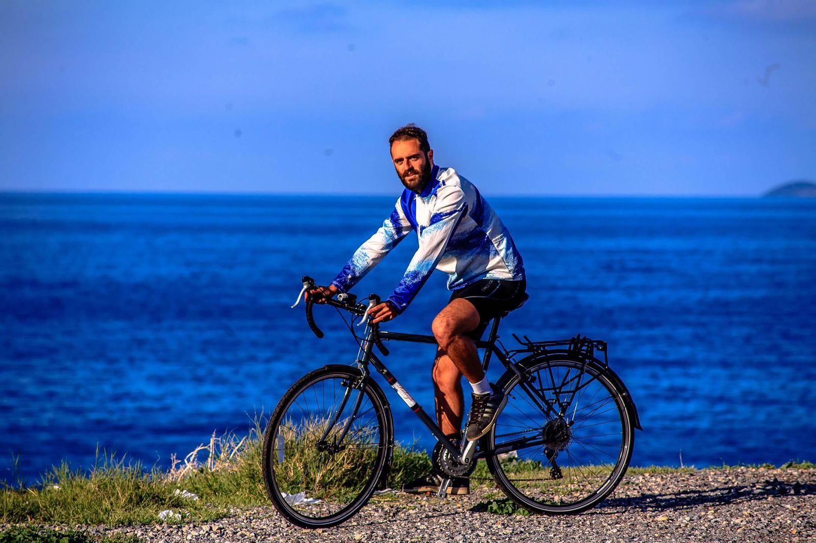 Αποστολής Τσεπαπαδάκης ο γυρος του κοσμου με ενα ποδηλατο