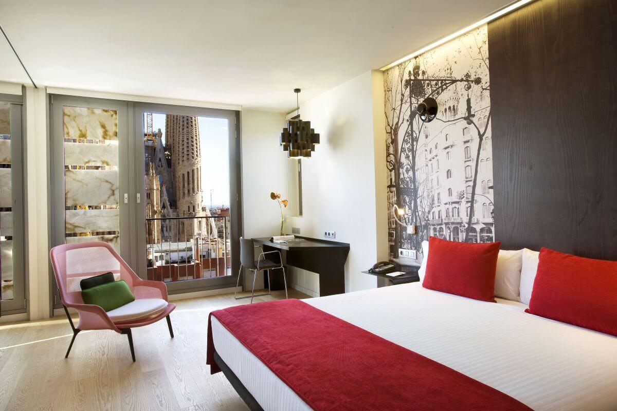 13 Suite-Barcelona-Ayre-Rosellon δωματιο με θεα αξιοθεατα βαρκελωνη