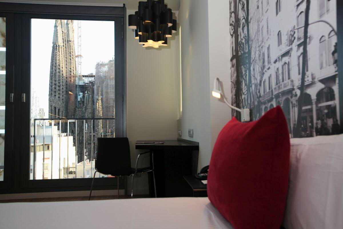 14 Sagrada-Familia-Barcelona-Ayre-Rosellon δωματιο με θεα αξιοθεατα βαρκελωνη