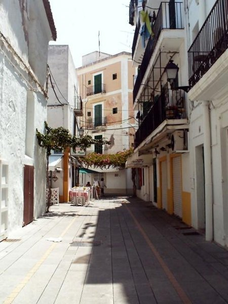 Die schmalen Gassen von Ibiza-Stadt