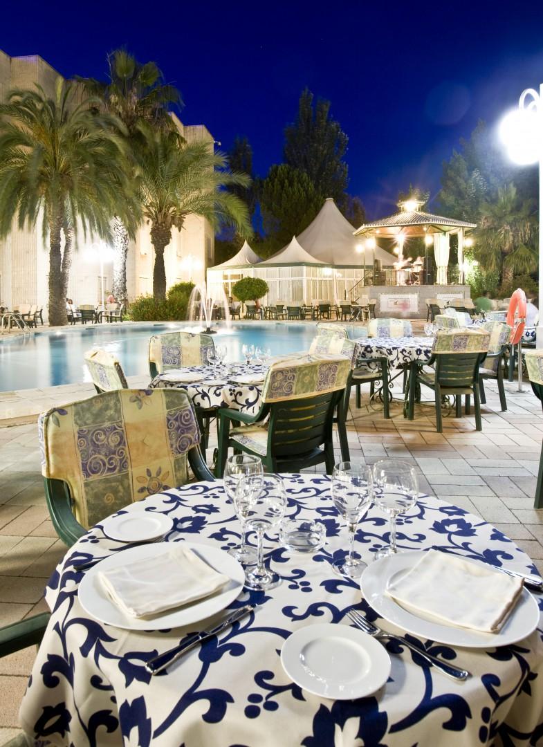 Hotel Las Lomas - Terasse mit Pool im Hintergrund