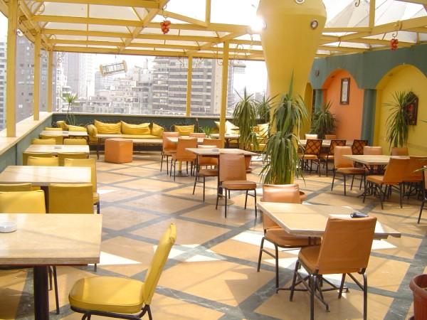 Die Dachterrasse des Hotels Indiana mit Blick über Kairo