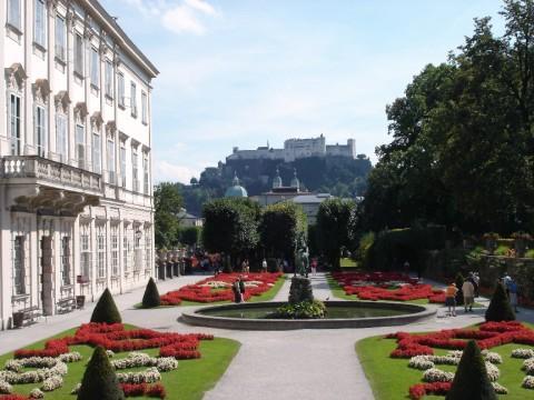 Garten des Schloss Mirabell, Festung Hohensalzburg im Hintergrund